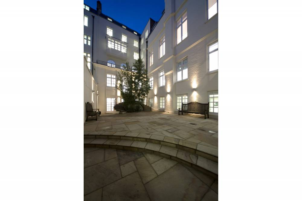 11-13 Hill Street Courtyard